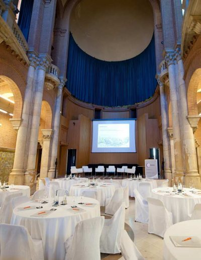 Conferences with Ambiance Incentives