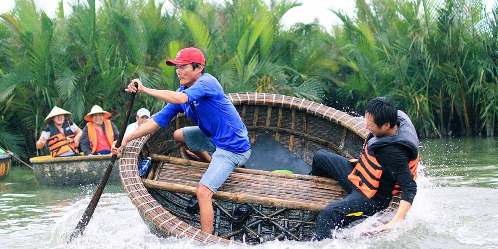 Realistic-asia-Vietnam--Cam-Thanh-Village-Basket-Boat