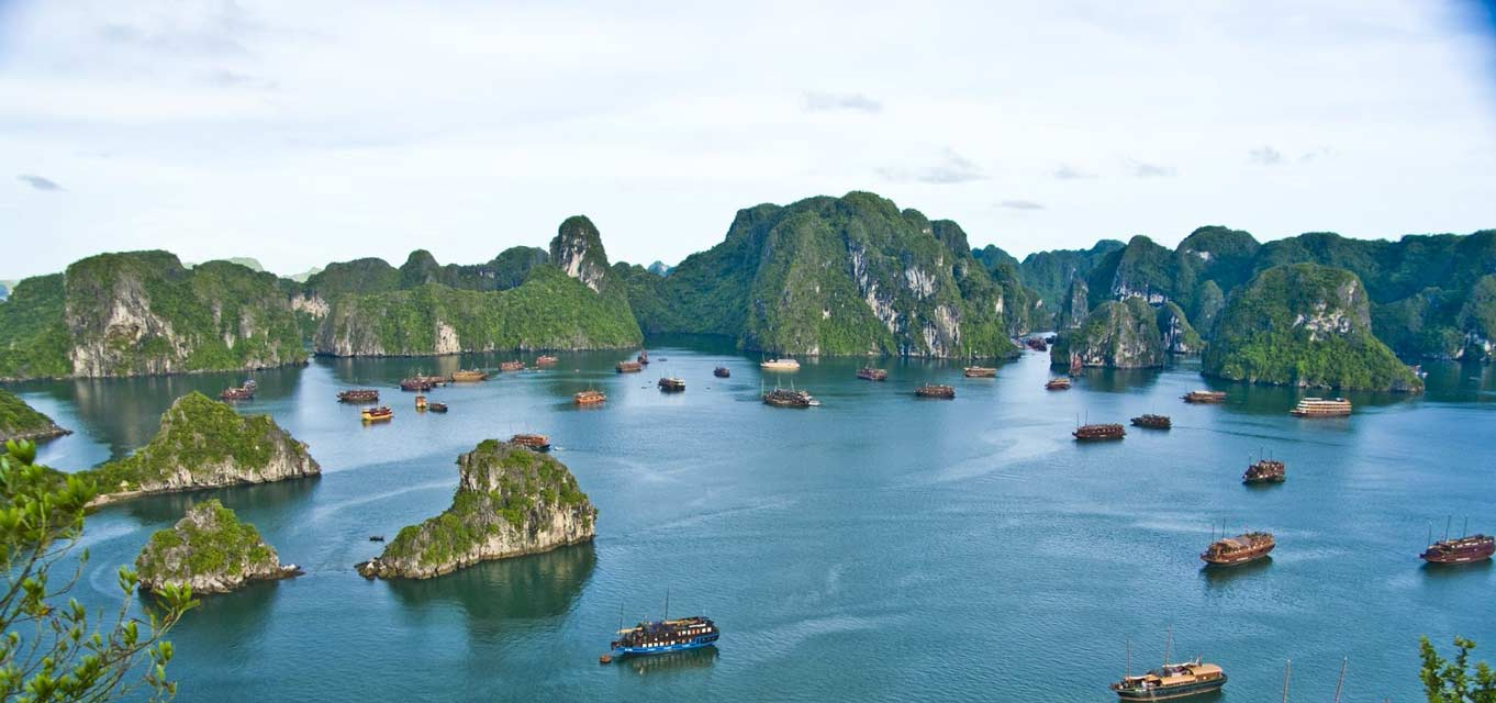 Ha Long Bay - Realistic Asia